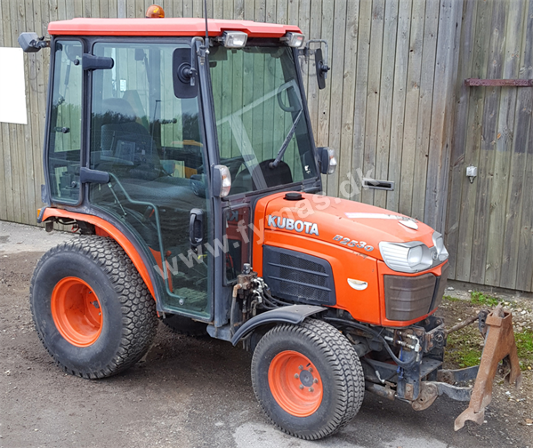 Kubota D2530 w/Sweeper