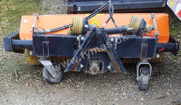 Kubota D2530 w/Sweeper