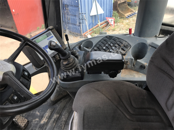 New Holland W270 B