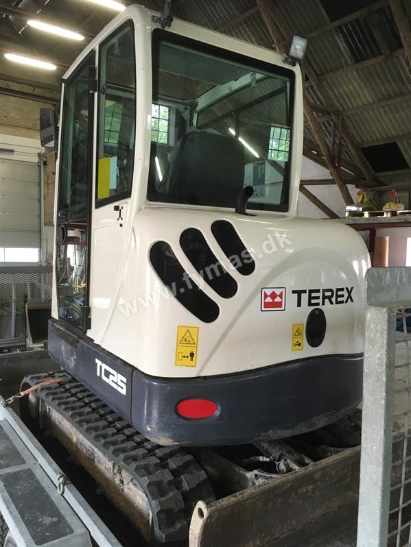 Terex Schaeff TC25  2,8 Ton - w/Powertilt + 5 buckets