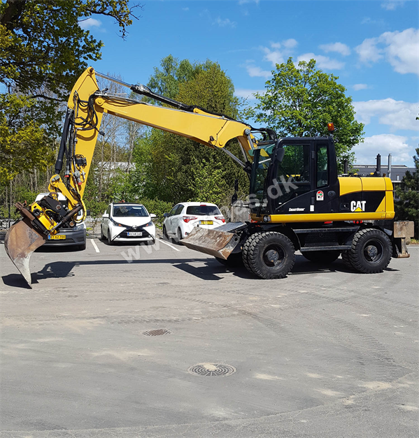 Caterpillar M313 D with Engcon Rotortilt